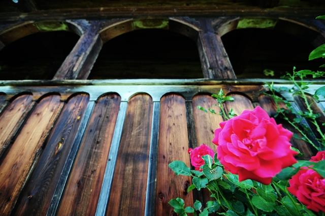 Pridvorul de lemn al bisericii de lemn din Geogel / Sursă foto: Florian-Rareș Tileagă