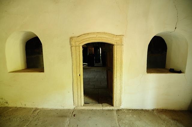 Ușă în biserica de zid din Ighiel / Sursă foto: Florian-Rareș Tileagă