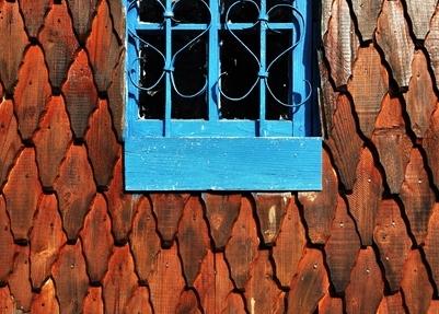Fereastră, la biserica de lemn din Poșaga de Sus / Sursa foto: Florian-Rareș Tileagă