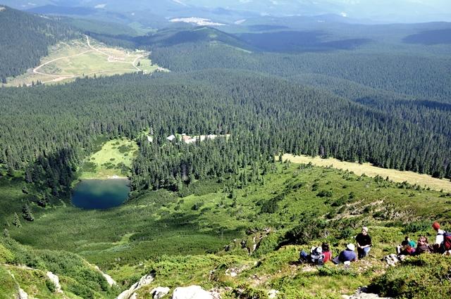 Turiști, în popas pe vârful Șureanu / Sursa foto: Florian-Rareș Tileagă